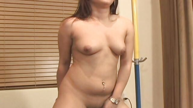 Muda Asia tak bersalah menanam raksasa di dalam tubuhnya. you porn japanese selingkuh