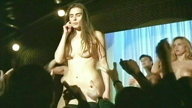 Seorang pria dengan penis tipis seorang semi jepang xxx wanita dalam pekerjaan doggystyle