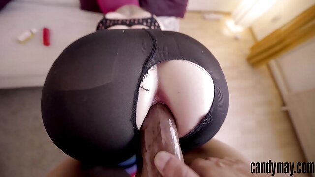 Man, pantatnya suster jepang xxx sehingga dia menggiling ekornya melalui lubang.