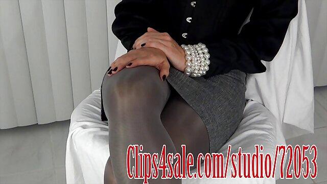 Blonde adalah Stripper mengesankan setengah xxx jepang perkosa laki-laki.