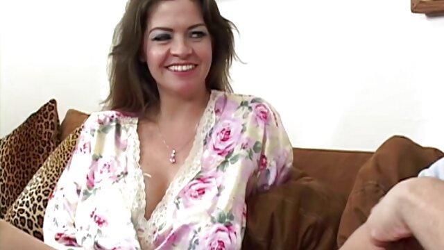 18 tahun Elsa Jean memberikan Hunt, sex porn japan selingkuh pussy, blowjob.