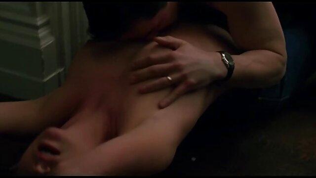 dokter memeriksa pelanggan video xxx japan istri selingkuh dari vagina kecokelatan sudah rusak.